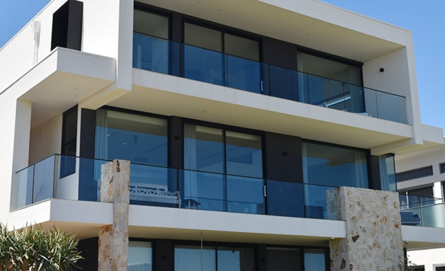 appartment frameless glass balustrades in adelaide